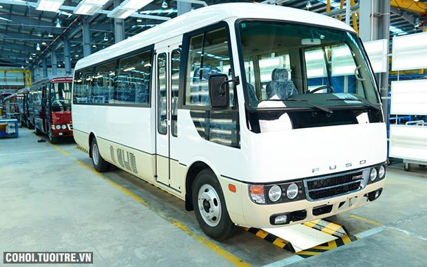 Xe buýt FUSO ROSA thứ 100 xuất xưởng