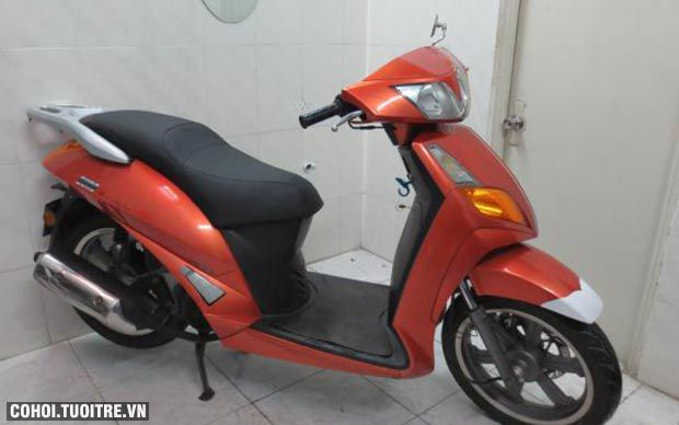 Xe Kimco EURO 150cc, màu đỏ cam, biển số thành phố