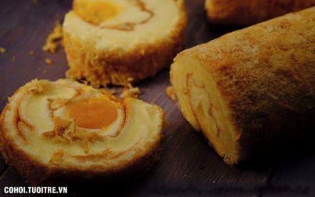 Bánh bông lan cuộn trứng muối, chà bông, phô mai