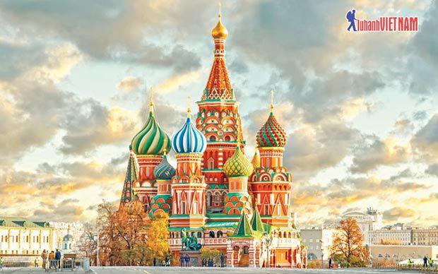 Tour Thu vàng nước Nga giảm đến 4 triệu đồng