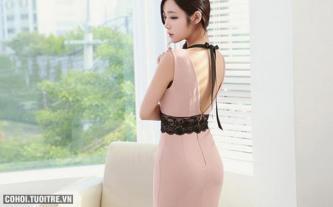 Đầm body xẻ lưng phối ren eo