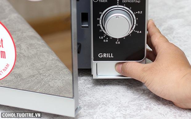 Xả kho lò vi sóng có nướng Sharp R-G223VN-SM giá từ 1,485 triệu