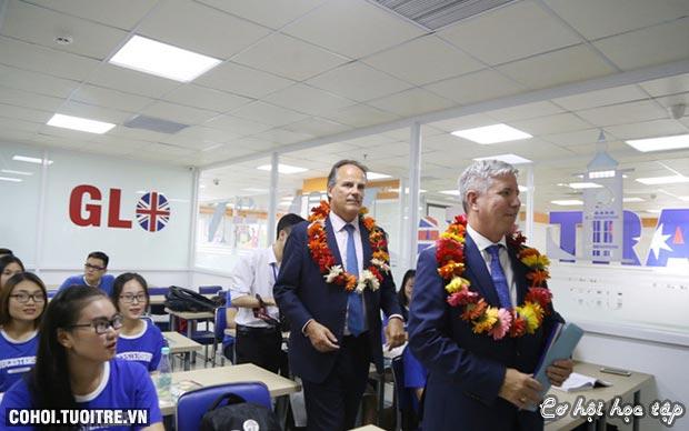 Quốc vụ khanh Vương quốc Anh đến thăm và làm việc tại UEF