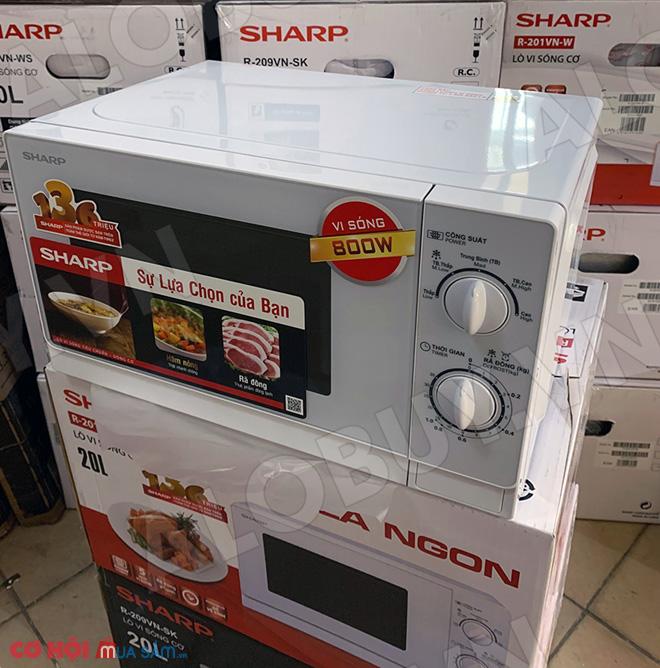 Xả kho lò vi ba Sharp R-201VN-W 20 lít nấu hâm rã đông