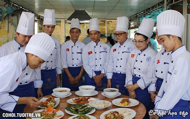 Trường Trung cấp Việt Giao tư vấn tuyển sinh vào lớp 10