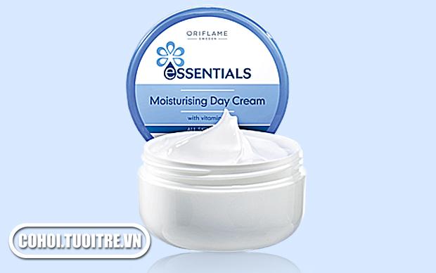 Essentials Moisturizing Day Cream (Kem dưỡng ẩm ban ngày)